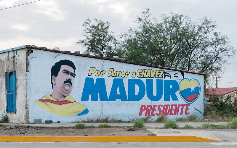 800px-Maduro_advertising